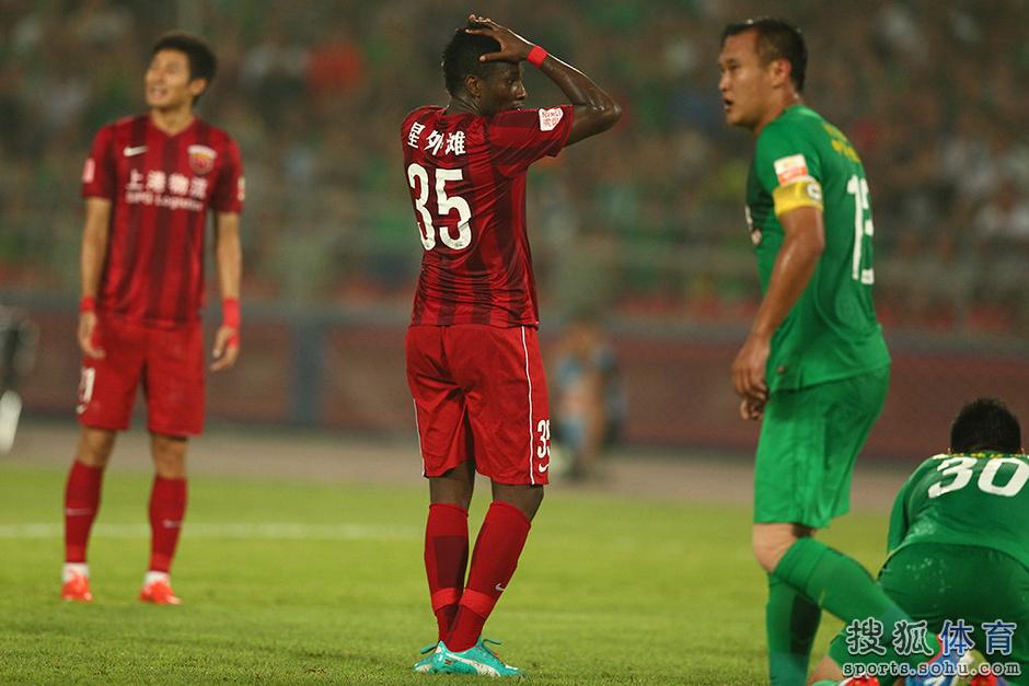 高清图:国安0-0战平上港 杨智神勇扑点激情怒吼