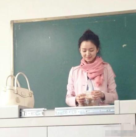 我和新来的女老师_大学美女老师酷似刘诗诗走红网络