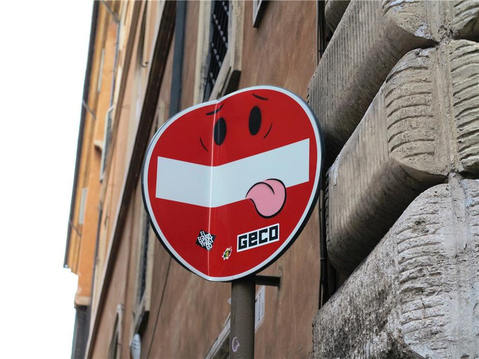 """责编:屠林洋                 在佛罗伦萨""""被玩坏""""的道路标志 还有"""