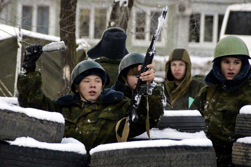 俄罗斯儿童8岁起接受军事训练图片