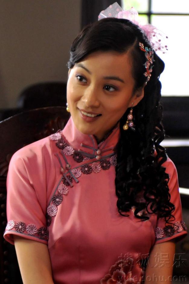 演的电视剧《虎刺红》正在全国各地方热播,剧中徐翠翠饰演戏曲名角花