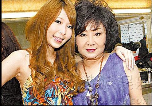 女星Makiyo母亲亲12日度过世 女男崩溃父亲啼