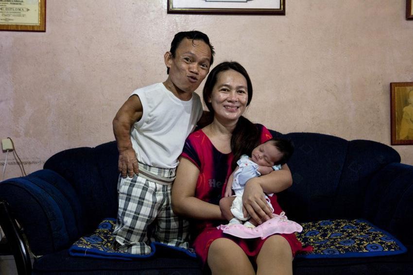 菲律宾侏儒症患者的艰辛生活组图 教育图片库