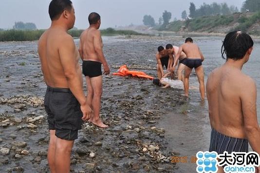 溺水女童尸体图片_溺水女孩尸体图_淹死的人图片_小女孩溺水