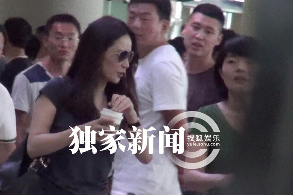 俞飞鸿/搜狐娱乐讯(洪水/图文)前不久,由于电视剧《大丈夫》的热播,...