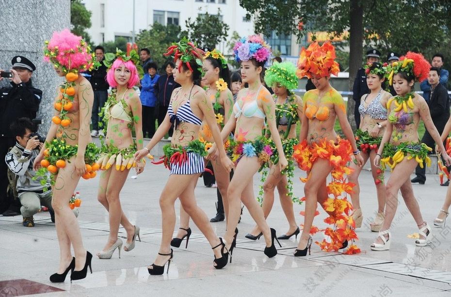 口罩vs内衣 不走寻常路的中国式走秀5915394 搜狐时尚频道图片库 大视野 搜狐