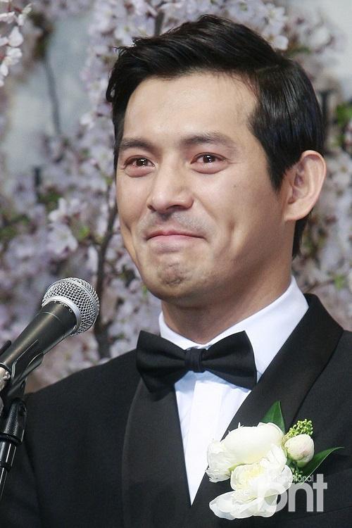 韩国演员吴智昊大婚 记者会现场激动落泪图片
