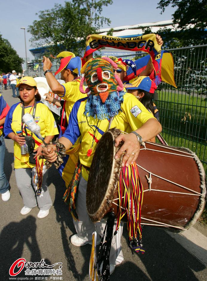 欧美孕妇也疯狂在线_32强球迷之厄瓜多尔:南美版钟汉良 孕妇也疯狂