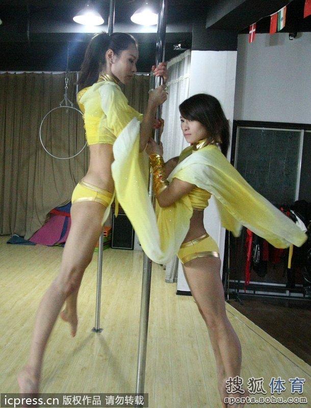 中国钢管舞国家队将于11月6日出征瑞士,参加2012年世界钢管舞锦标赛。
