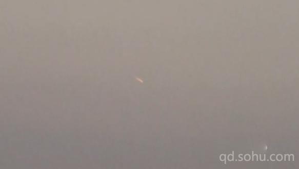 搜狐青岛 新闻  山东现不明飞行物 如两颗燃烧陨石互相追逐(图)