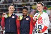 北京时间8月17日凌晨,2016里约奥运会体操比赛继续进行,在女子自由操决赛中,美国名将拜尔斯成功夺...