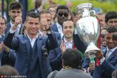 当地时间2016年7月11日,葡萄牙里斯本,葡萄牙国家队开启欧洲杯夺冠大游行。