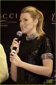 """2014年1月4日讯,迪拜,当地时间1月3日,""""绯闻女孩""""布莱克佛莱利(Blake Lively)在..."""