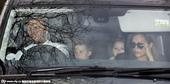 伦敦当地时间12月21日,大卫-贝克汉姆和家人参加英国流行天王埃尔顿-约翰(Elton John)的...
