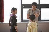搜狐韩娱讯 韩国演员金来沅领衔主演的电影《我的小英雄》,公开了出演演员们或搞笑或认真的剧照,引起了观...