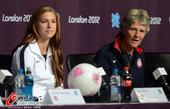 2012年8月9日,2012年伦敦奥运会女足决赛前瞻,美国队出席发布会。 更多奥运视频>> 更多奥...