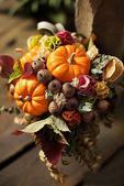 蔬果插花,也许可塑性并不如多姿多彩的鲜花那么强,但是浓浓的生活气息却别有一番风味。没有了花朵的幽香,...