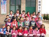 近日,甘肃省平凉市崇信县柏树乡高庄小学的孩子们收到了运动鞋。高庄小学位于柏树乡高庄街道,创办于194...