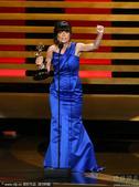 搜狐娱乐讯 北京时间8月26日早6点第66届美国电视艾美奖在洛杉矶举行。:盖尔-曼库索凭借《摩登家庭...