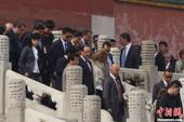 4月26日上午,法国总统奥朗德访华团一行来到北京故宫参观。此次参观奥朗德一行从午门步入故宫,在参观御...
