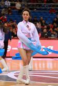 北京时间2月9日消息,在今天进行的CBA季后赛的比赛中,青岛男篮主场对阵山西。图为篮球宝贝精彩表演。...