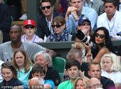 北京时间2012年8月4日,科比与瓦妮莎携全家一同观战网球赛事。更多奥运视频>> 更多奥运图片>>