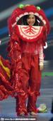 搜狐娱乐讯 近日,人气节目《奔跑吧兄弟》趁新年举办舞狮比拼。郑恺、邓超、李晨、AngelaBaby分...