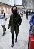 林依晨由长沙搭机返回台湾,扎着朝天揪轻装上阵萌感十足。TUNGSTAR/文并图