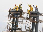 随着塔冠结构最后一榀鳍状桁架缓缓起吊到位,历时6年建造的上海中心大厦8月3日全面结构封顶,顺利到达6...