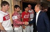 当地时间2012年8月12日,俄罗斯柔道队回到祖国,总统普金接见,与他们共进午餐。俄罗斯柔道队在本届...