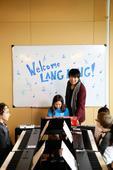 搜狐娱乐讯 近日,国际钢琴大师郎朗到访美国圣地亚哥,与当地琴童见面,孩子们感受极富特色大师课的同时,...
