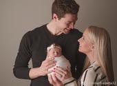 北京时间3月26日,弗雷戴特在社交媒体上晒出了自己与妻子孩子的合影,称这是首张家庭合影。