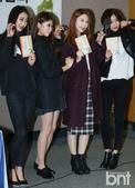 搜狐韩娱讯 30日下午,韩国组合Nine Muses成员玄雅新书《每天都爱你》的出版纪念会在首尔江南...