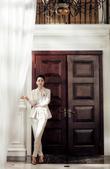 搜狐娱乐讯 近日,闫妮再次以总攻路线为某杂志拍摄了一组大片,皮革的元素、配饰的运用加上帅气的造型妆容...