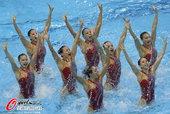 北京时间8月9日,2012年伦敦奥运会花样游泳结束集体技术自选的比赛,俄罗斯队优势明显,她们以98....