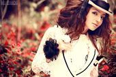 搜狐娱乐讯 日前,青年演员麦迪娜曝光全新写真,照片中麦迪娜身着蕾丝裙装,俏皮时尚。在近日热播...