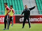 2012年2月28日,国足备战同约旦队的世界杯预选赛,全队轻松面对荣誉之战。 (搜狐体育 徐江/摄)