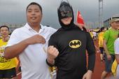 5月15日下午,城市乐跑东莞赛正式开跑,超6000名白领参与赛事,包括搜狐焦点网东莞站代表在内的15...
