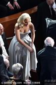 搜狐娱乐讯 第88届奥斯卡颁奖礼举行,Lady Gaga登台演唱最佳原创歌曲奖提名歌曲《Til It...
