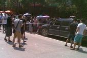 2014年7月27日,网络爆料湖北省恩施市来凤县一名借高利贷者,当街将一名追债的放贷人割喉。...