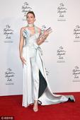 吉吉强势现身英国时尚奖 获年度国际超模