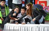 北京时间4月9日,辽宁队球员赵继伟、贺天举出席见面会,受现场球迷千呼万唤拥戴人气火爆。