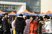 2016年四川省戏剧与影视类、舞蹈类专业考试开考。2万余名影视类、舞蹈类考生前来应考,考试现场可谓花...