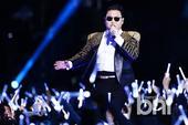 搜狐韩娱讯 4月13日,在首尔世界杯体育场举办了国际之星PSY的《HAPPENING》演唱会,演员崔...