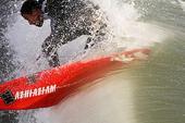 澳大利亚冲浪运动电影摄影师阿尔比·法尔宗(Alby Falzon)曾说,冲浪很适合影片加工。但是什么...