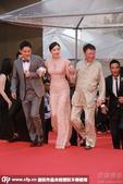 第34届香港电影金像奖红毯,《别有动机》剧组亮相。秦岚同5位男神一同登台,颜值之高叫人羡慕。尤其是周...