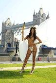 当地时间2012年7月25日,伦敦,德国超模米凯拉-舍费尔(micaela schaefer)拍摄半...
