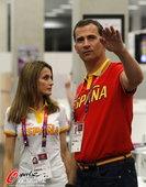 2012年8月11日,2012年伦敦奥运会,西班牙费利佩王储携王妃看望本国健儿。 更多奥运视频>>...