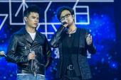 9.26第二季中国好声音亚军张恒远再次站上好声音演唱会的舞台,与一年前有所不同的是,这次张恒远带着由...