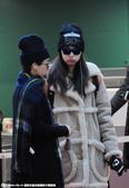 搜狐娱乐讯 日前,倪妮身穿灰色大衣戴帽子墨镜遮面现身机场 。一路上,倪妮一直低头玩着手机,疑似跟男友...